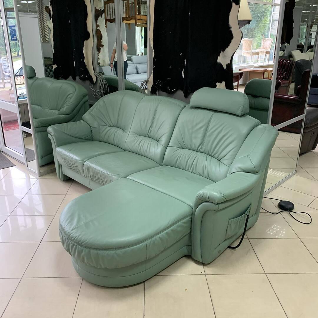 Кожаный диван Немецкого производства Himolla 🌟 диван с электро управлением. Этот качественный диван идеальный для небольших помещений , так как есть место с Реклайнер функцией которая раскладывается в Кровать на одного человека. Купив этот диван вы пучите удобство , фунционал и Немецкое качество 🔥 Размер;  225 см 160 см  Разложенный 200 см . ✨ Киев ул. Пожарского 8. ☎️ 0503838532 #купить #купитьдиван #купитькожаныйдиван #купитьраскладнойдиван #купитькиев #купитьмебель #купитьдиванкиев #кожаныйдиванукраина #кожаныйдиван #евромебель #магазинукраина #магазинмебели #himolla #himollafurniture #himollamebel