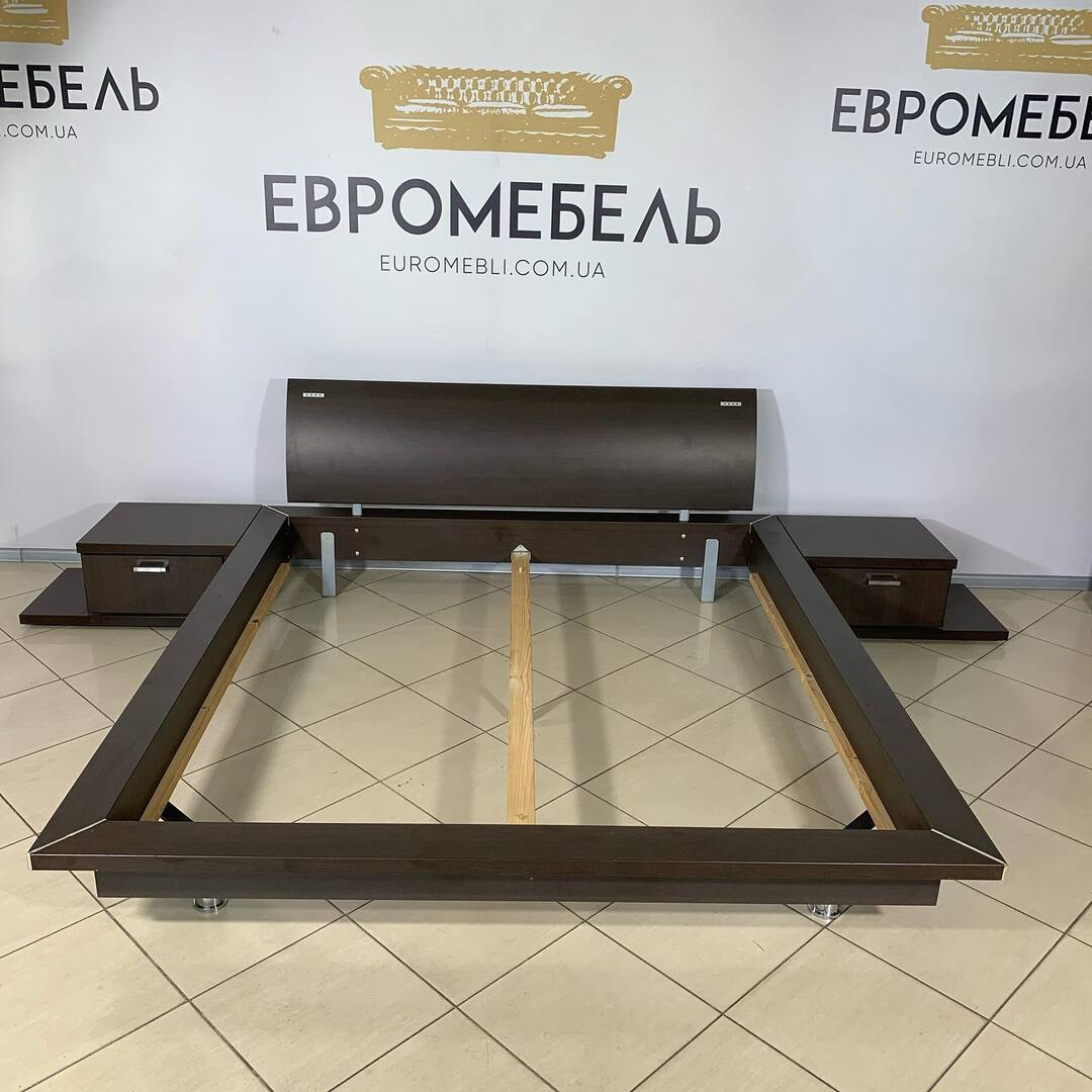 Кровать и две тумбочки . 180/200 , 20000 гривен . Бесплатно доставка 🚚 и установка по Киеву.