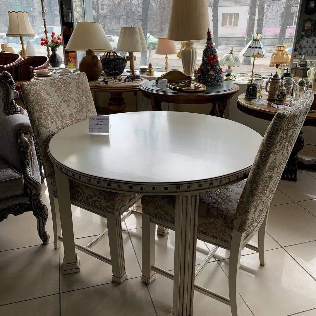 Столовый комплект после полной Реставрации. За таким столом еда будет вкусней 😋⚜️А настроение прекрасное 😊📌Размер:  стол диаметр 100 см высота 68 см . 🔱Стул ; 50/55/90 см 💞 📍Киев ул. Пожарского 8. ☎️ 0503838532🤩